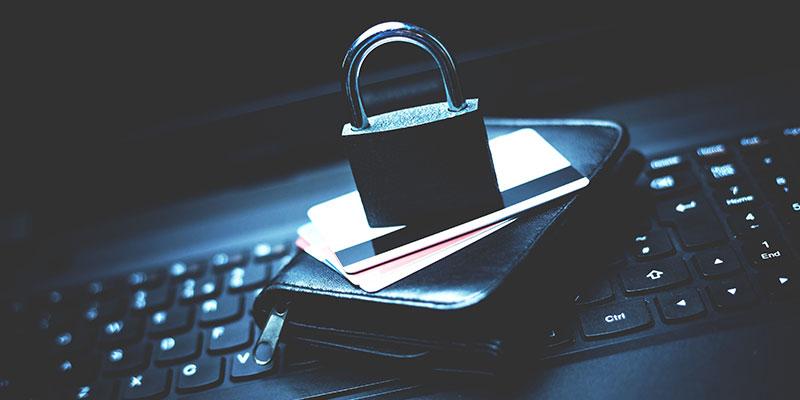 İnternetteki her 5 saldırıdan  1'i kimliğinizin peşinde