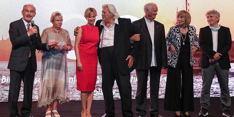 AXA Sigorta Türkiye'nin efsane isimlerini 'Efsaneler' galasında bir araya getirdi